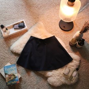 [BRANDY MELVILLE] Navy Skater Circle Skirt 🌹